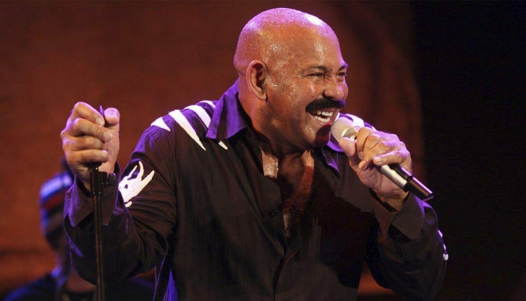Oscar D´León se quitó la camisa en Salsa Fest de Veracruz